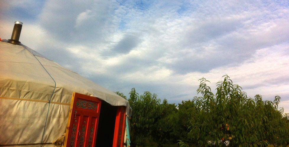 Traumraum jurte im pfirsichgarten